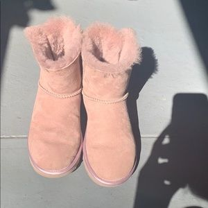 Like new baby pink uggs
